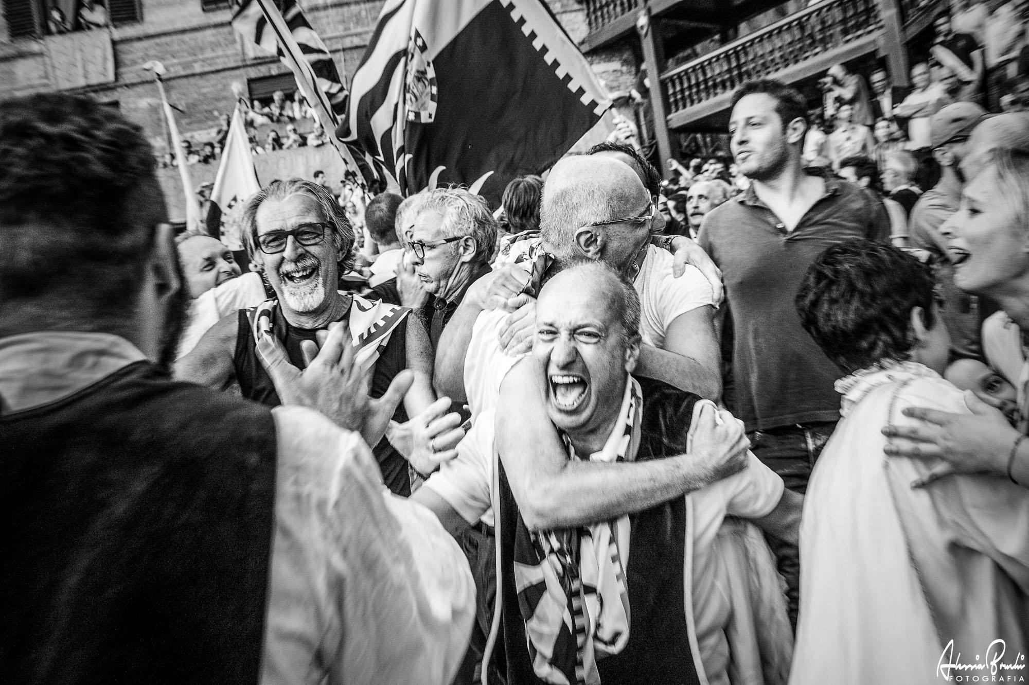 """Atelier de reportage photographique """"Photographier le Palio de Sienne"""" avec Alessia Bruchi, journaliste siennoise et photographe experte du Palio di Siena"""